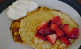 cream cheese pancakes with strawberries and cream (2)