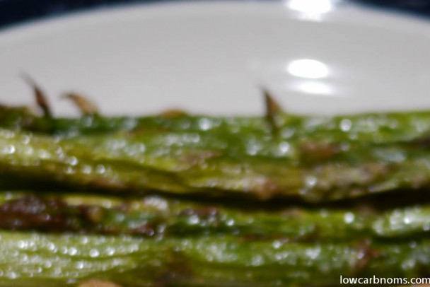 low carb roasted asparagus - suitable for keto, paleo, atkins diet